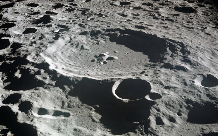 кратор на луне.jpg